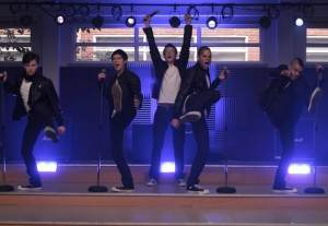 106Glee-ep106_scA25_7726