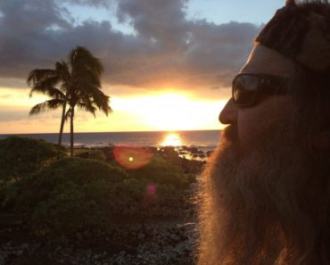 """4b7c0342a7b Duck Dynasty Finale Pics and Clip – """"Aloha Robertsons"""""""