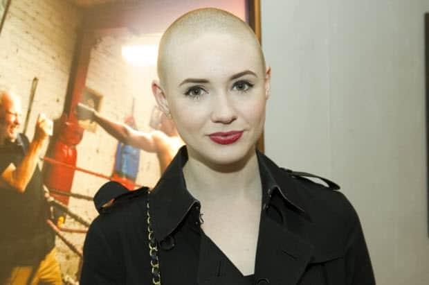 Doctor Whos Karen Gillan Will Star In Abcs Selfie