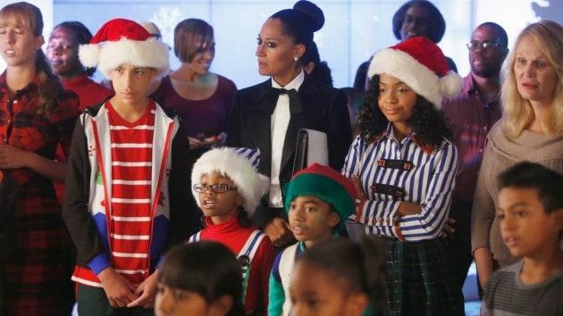 Black People Christmas Pictures.Black Ish Season 1 Episode 10 Review Black Santa White
