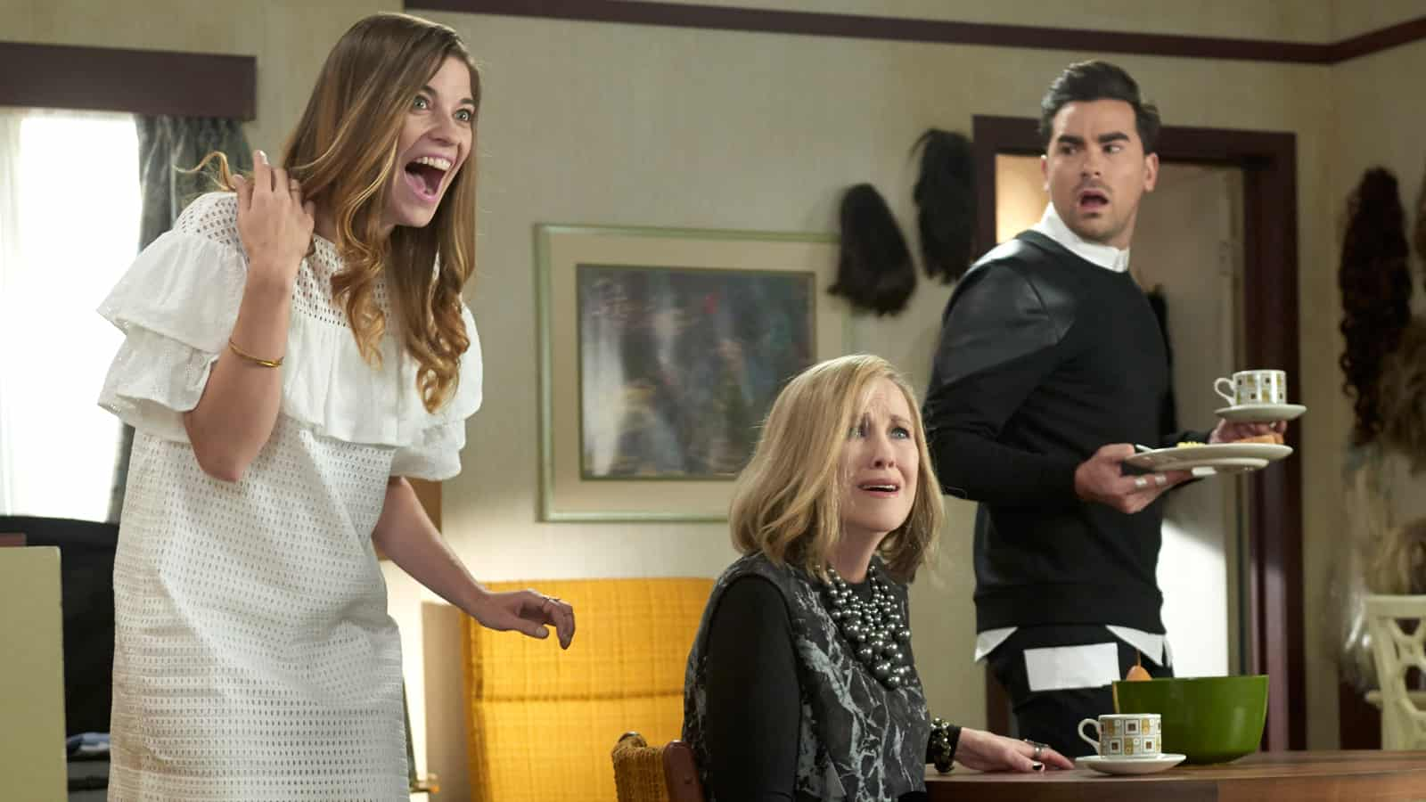 Schitt S Creek Season 1 Episode 13 Review Town For Sale