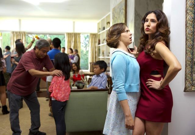Season 1 Of Crazy Ex-Girlfriend Discriminates Despite Its (White) Feminist Pitch