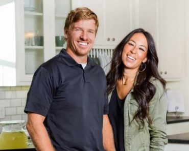 Find Out What S Between Chip And Joanna Gaines Legs When They Film