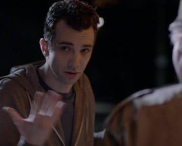 """Man Seeking Woman Season 3 Episode 1 Review: """"Futon"""""""