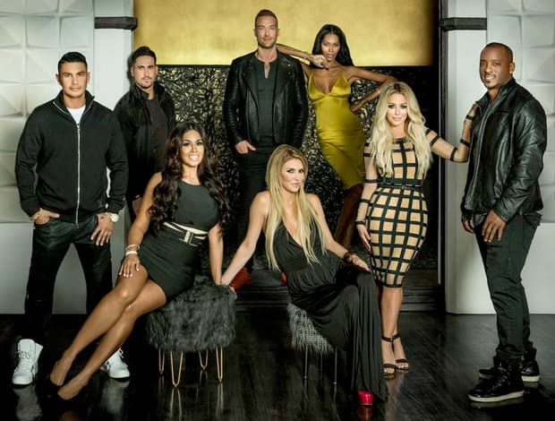 watch famously single online free watch series