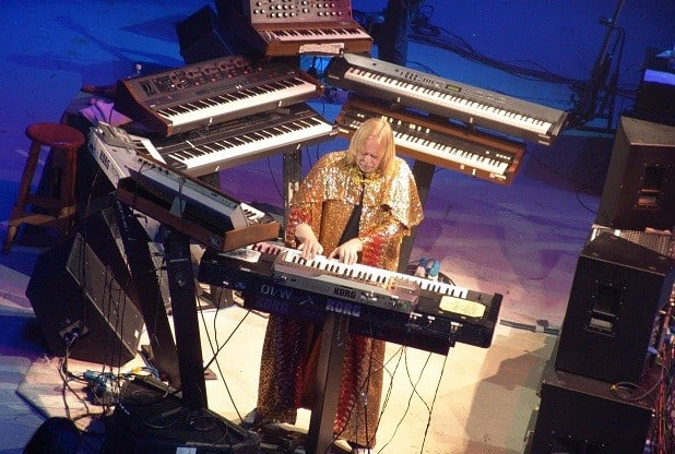 http://www.tvovermind.com/wp-content/uploads/2017/11/rick-wakeman-on-stage-with-keyboards.jpg
